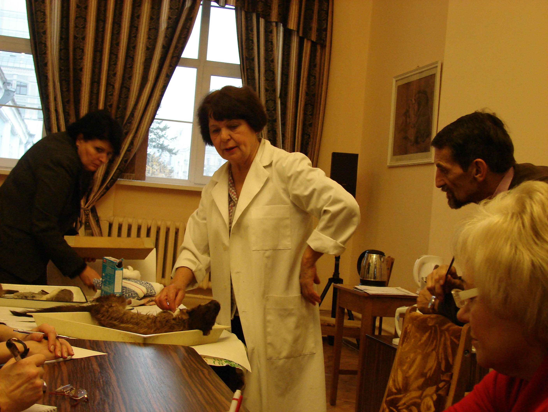 співробітник музею Шевченко Людмила Сергіївна під час проведення майстер-класу